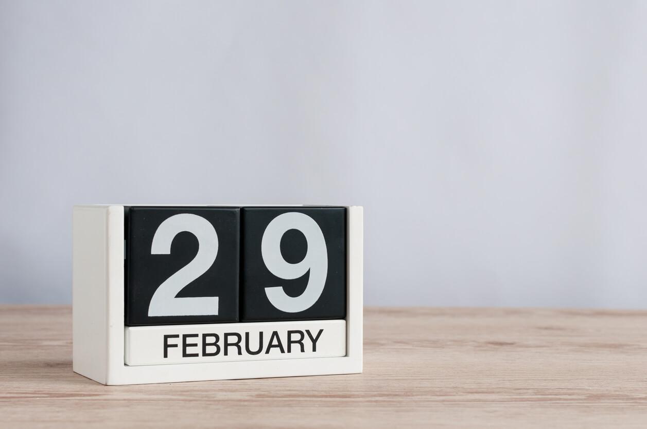 Calendário marcando o dia 29 de fevereiro