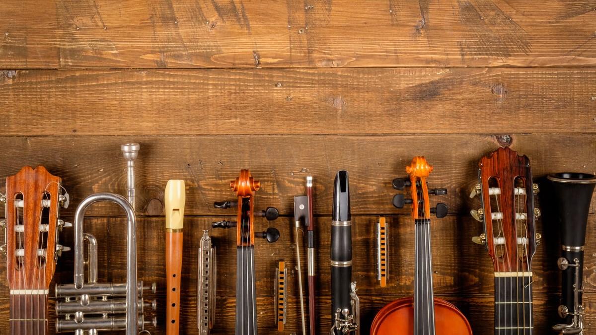 Partes superiores de alguns instrumentos