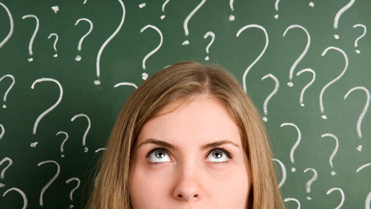 menina confusa com palavras sem tradução