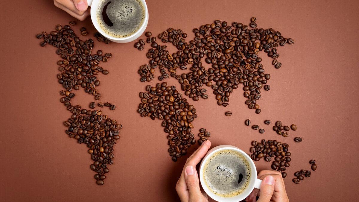 grãos de café formando o mapa mundi