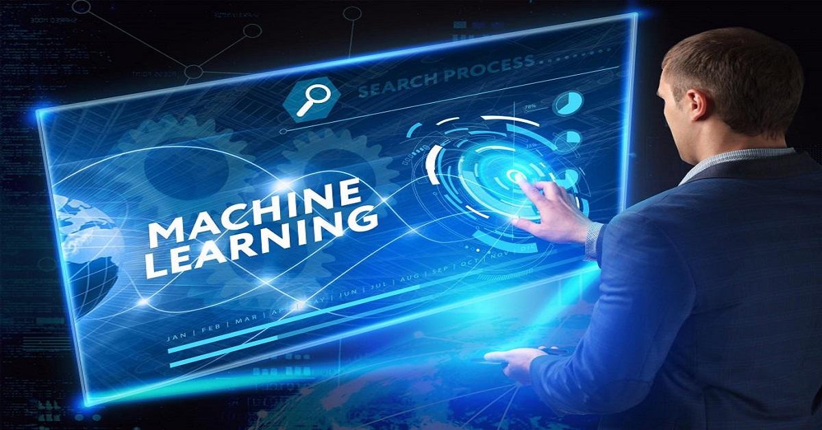 homem clicando em uma tela com lead escrito machine learning