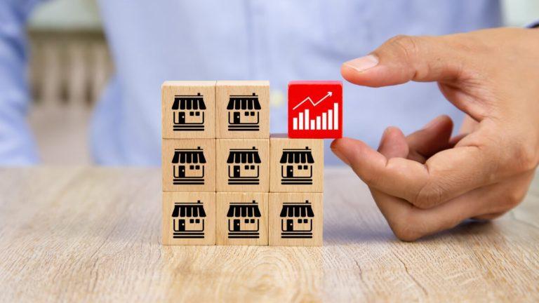 9 cubos empilhados, simbolizando franquias