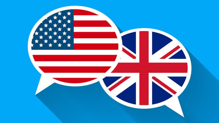 Dois balões de fala. Um com a bandeira dos Estados Unidos e outra com a bandeira do Reino Unido.