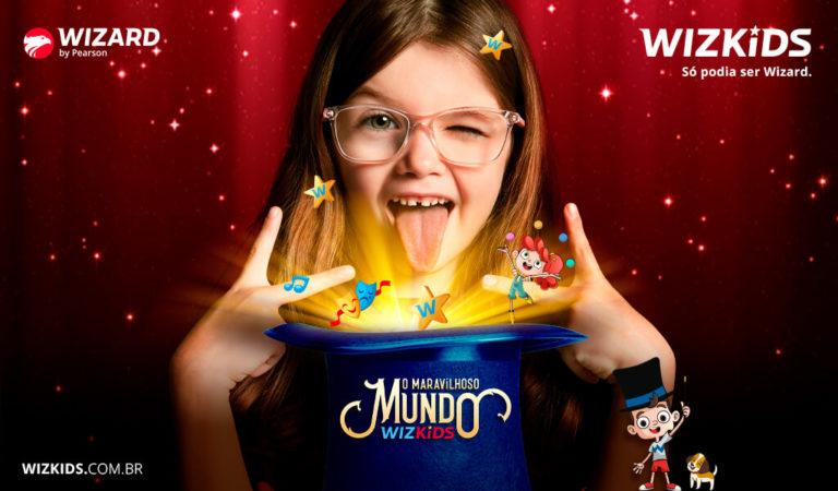 Menina de óculos com um chapéu em sua frente do maravilhoso mundo WizKids