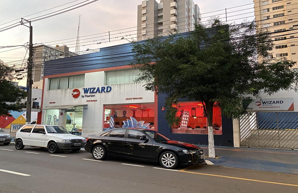Fachada escola de inglês Wizard Maringá Centro